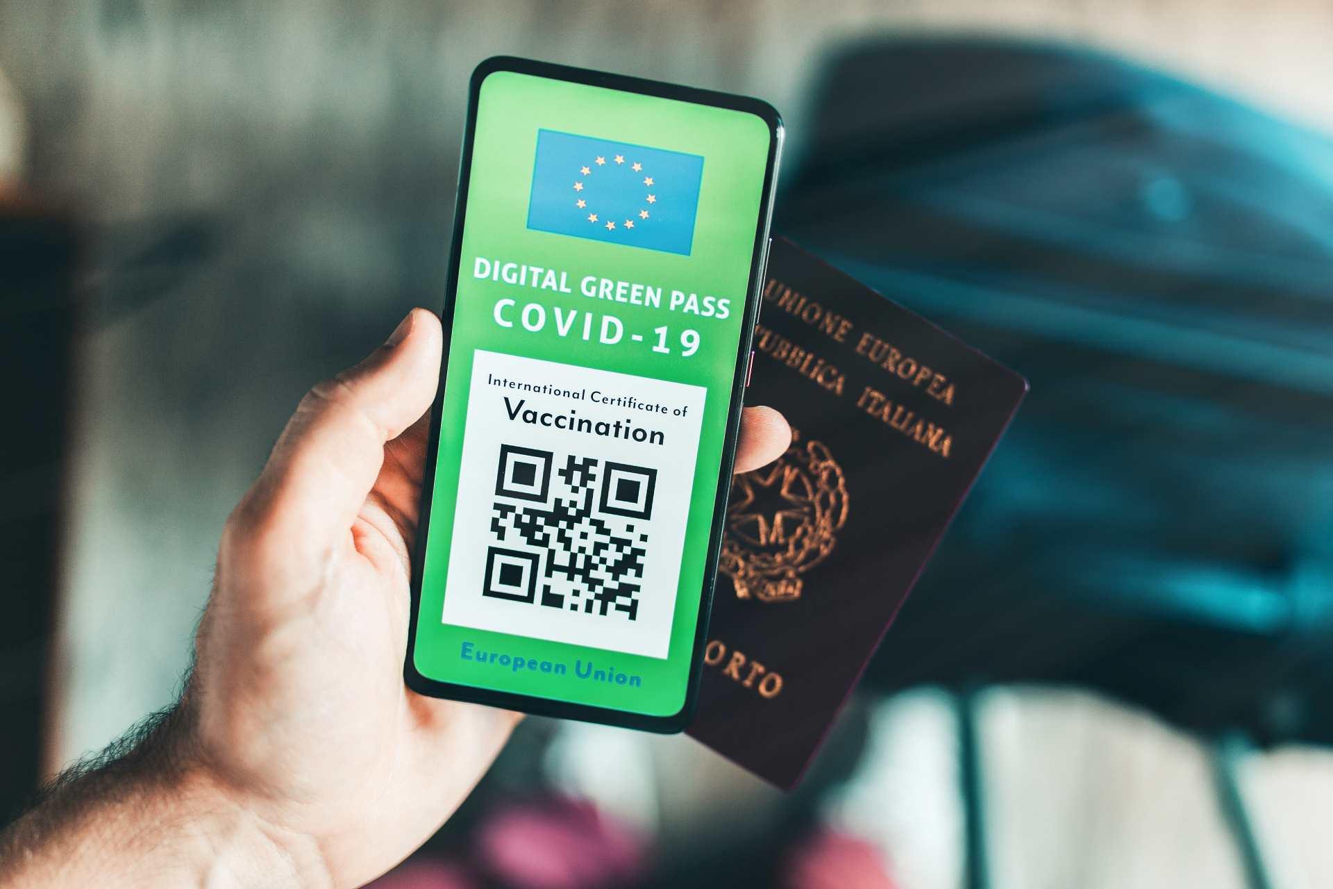 Green Pass europeo al telefono per i vaccini